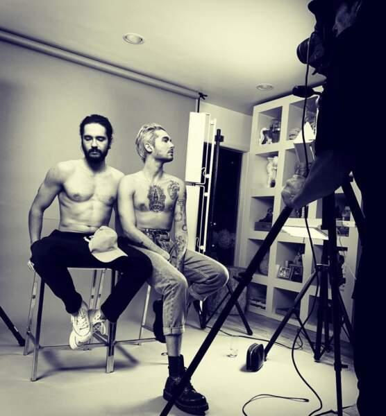 Un peu de sexy : les jumeaux Bill et Tom Kaulitz ont tombé la chemise le temps d'un shooting photo.