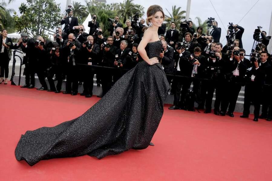 Cheryl Cole, dans une imposante robe noire qui la met parfaitement en valeur