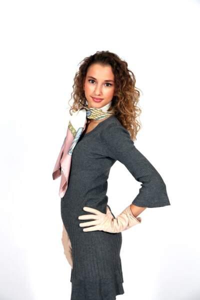 Valentina: le foulard et les gants, ses atouts sexy (ou pas)