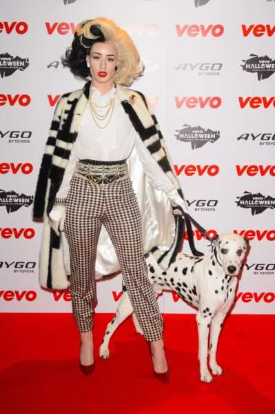 Iggy Azalea préfère les animaux en laisse pour jouer les Cruella.