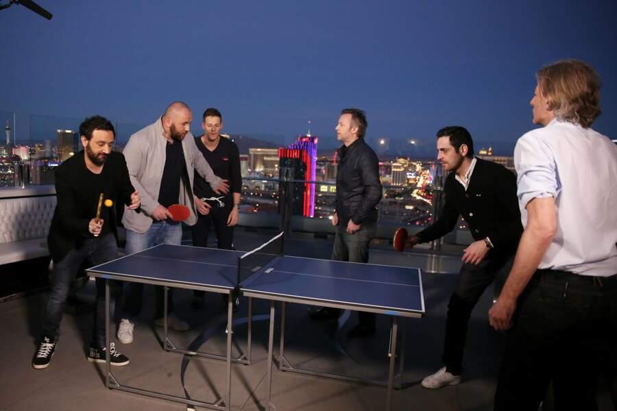 La nuit tombe sur Vegas, c'est l'heure d'une partie de ping-pong sur le toit de l'hôtel.
