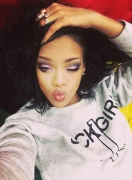 Rihanna aime bien faire de gros bisous à ses fans !