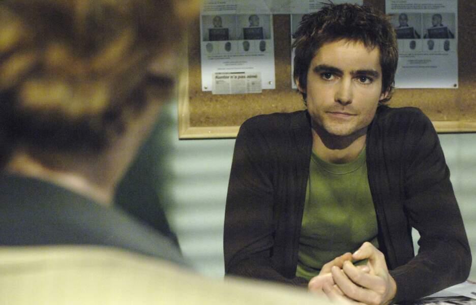 Dans Plus Belle la vie, Nicolas Barrel (Nicolas Herman) est assassiné par son propre père.