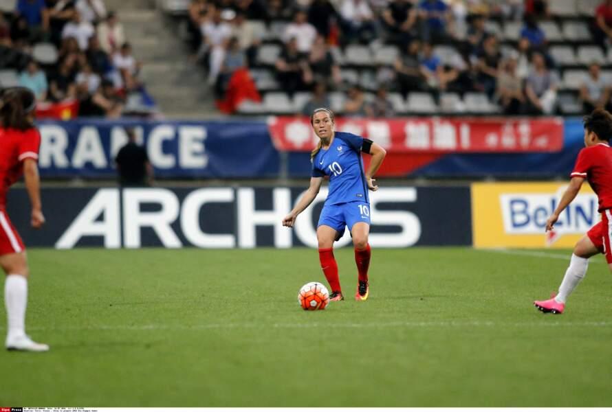 Camille Abily (2001/2017) a capitalisé 183 sélections et 37 buts. Elle officie désormais pour le groupe TF1