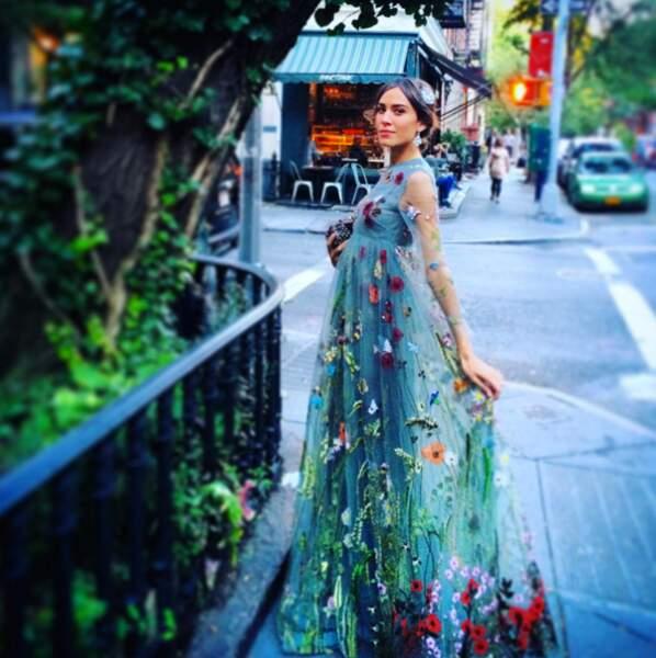 Sans transition, Alexa Chung a opté pour une robe de gala... végétale.