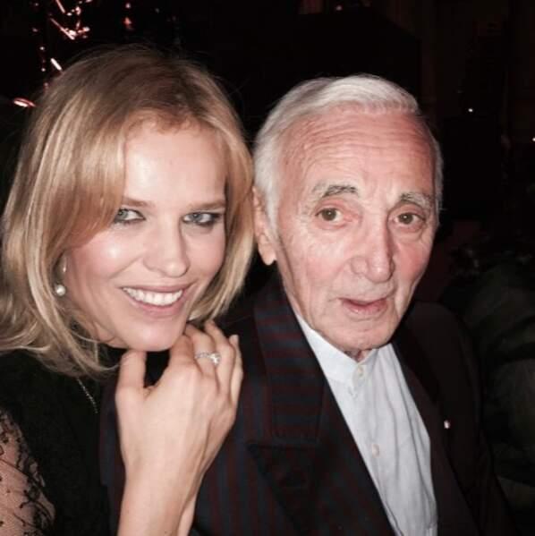 Ce qui, en soi, était un peu le cas d'Eva Herzigova, aux côtés de Charles Aznavour.