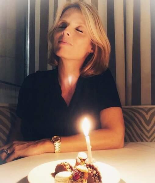 On commence par souhaiter un très bon 40e anniversaire à la future maman Sylvie Tellier !