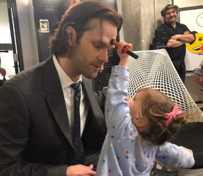 Tout aussi mignon : Jared Padalecki pouvait compter sur le soutien de sa fille Odette en tournage.