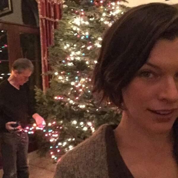En parlant de Noël, les préparatifs continuent chez Milla Jovovich (OK, c'est son père qui bosse).