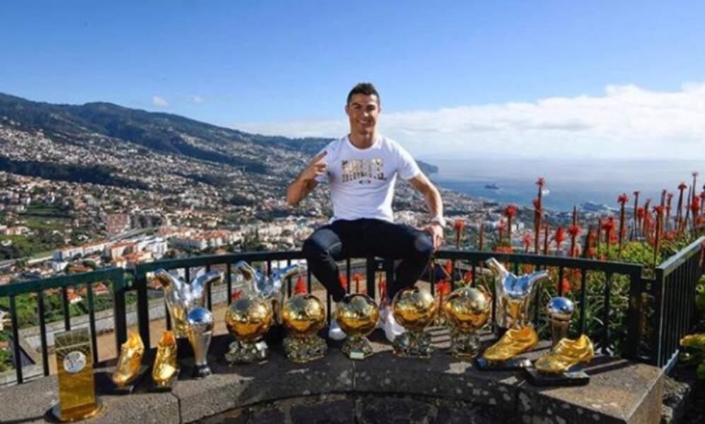 On imagine que Christiano Ronaldo a eu du mal à transporter tous ses trophées seul