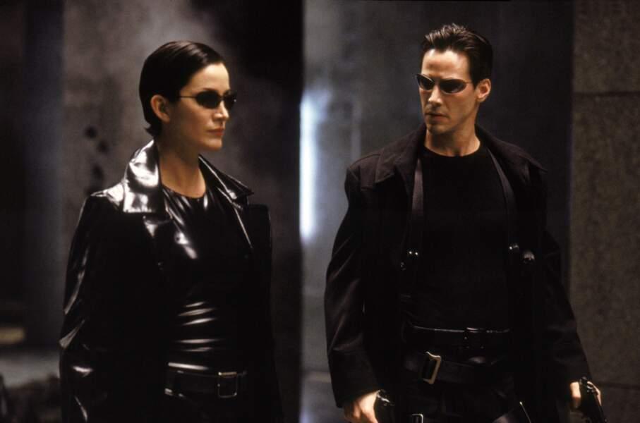 Enfin ce qui lui va le mieux c'est le cuir... qu'il porte à merveille dans Matrix (1999)