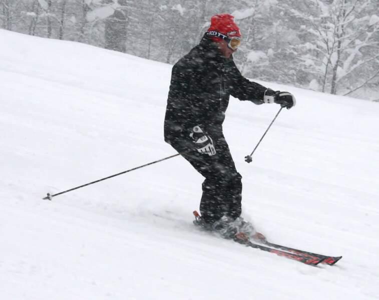 Vladimir fait du ski.