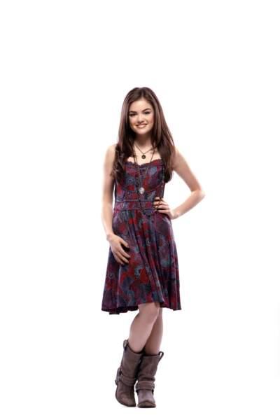 Lucy Hale, la bohème du groupe, paraît n'avoir guère plus de seize ans dans le rôle d'Aria Montgomery
