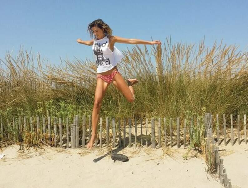 Pour Alexandra Rosenfeld être à la plage c'est que du bonheur !