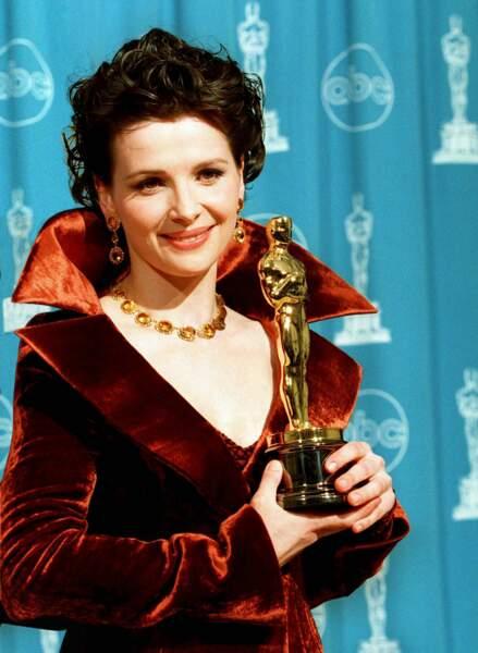 Elle repart en 1997 avec l'Oscar de la Meilleure actrice dans un second rôle