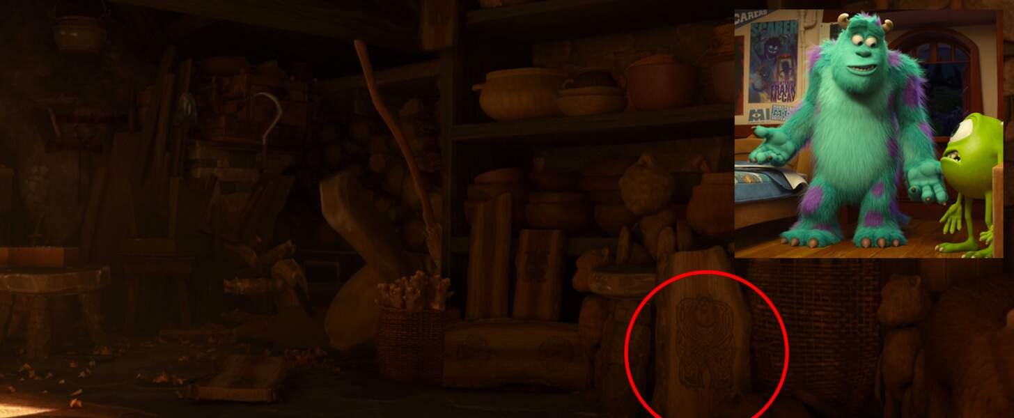Rebelle : Sully (Monstres & Cie) gravé dans le bois, dans la maison de la sorcière