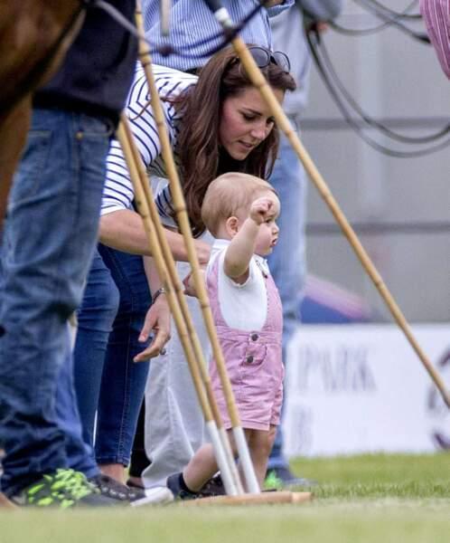 Hop, on cherche l'équilibre, grâce à l'aide de Mummy...