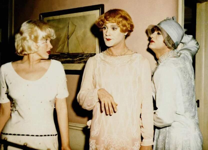 Josephine (Tony Curtis) et Daphné (Jack Lemmon) intègrent un orchestre féminin pour sauver leur peau !