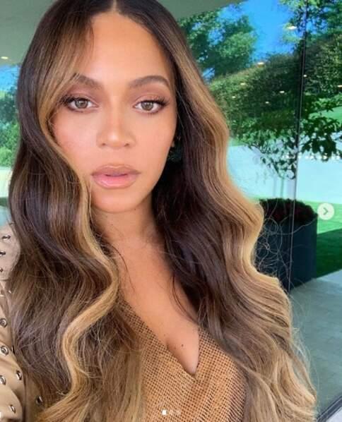 Beyoncé dégaine le regard de biche…