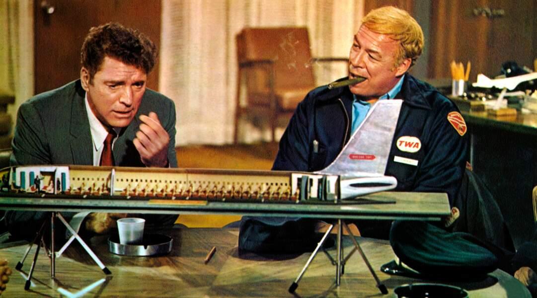 Burt Lancaster et George Kennedy tentent de sauver un appareil dans Airport (1970)