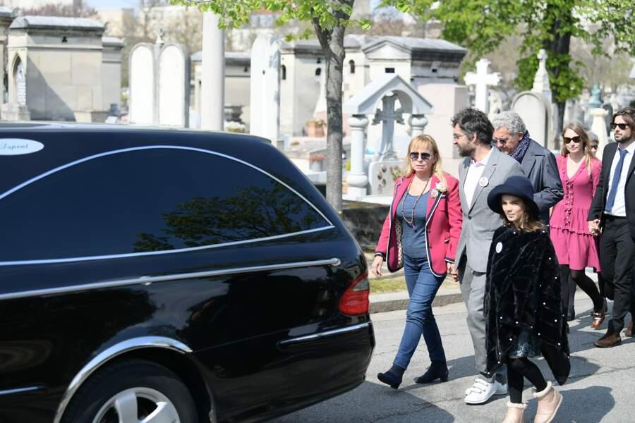 Rosalie Varda, Mathieu Demy et sa fille, suivent le cercueil de leur mère