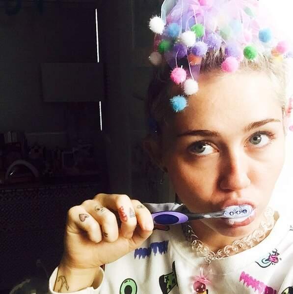 Que pensez-vous du look de Miley Cyrus ? Vous aussi vous vous brossez les dents habillé comme ça ?