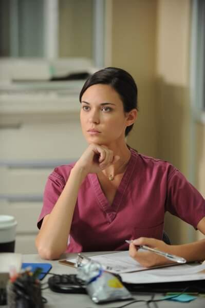 Jessica Adams est une jeune médecin qui travaille dans la prison où House est détenu au début de la saison 8