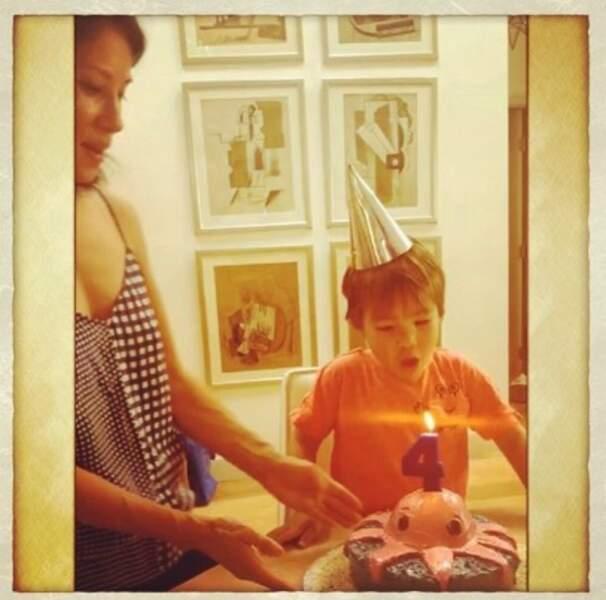 Allez, à très vite. Et un joyeux 4e anniversaire à Rockwell, le fils Lucy Liu !