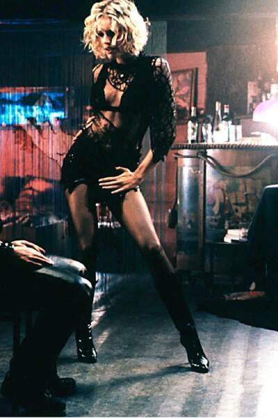 Le plus musclé : l'ex-top Rebecca Rominj excite la jalousie d'Antonio Banderas dans Femme fatale. Ça va faire mal !