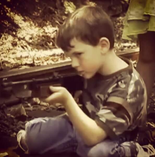 Précoce, Carl n'a pas attendu les zombies pour s'essayer aux armes à feu