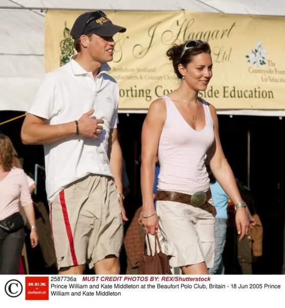 C'est à l'université St Andrews qu'il tombe sous le charme de Kate Middleton née le 9 janvier 1982