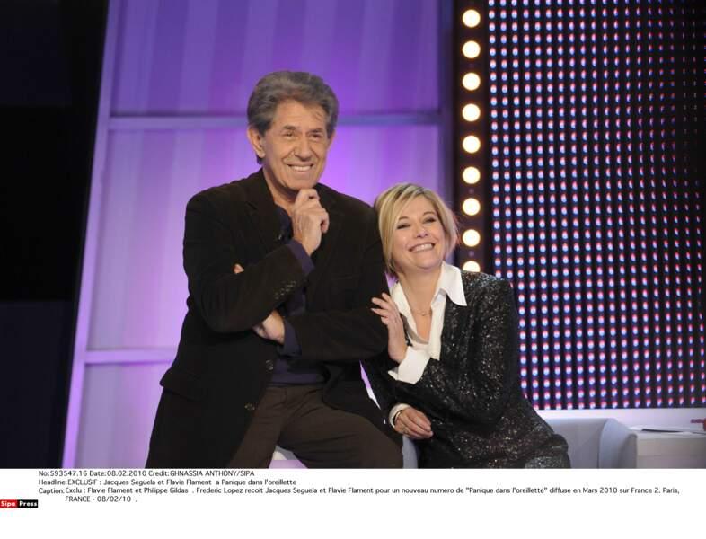 """Flavie Flament et Philippe Gildas dans """"Panique dans l'oreillette"""" en 2010"""