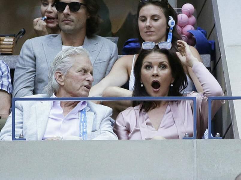 """""""Mais oui chérie, on en a pour 5h de match avec Nadal !"""" rappelle Michael Douglas à son épouse Catherine Zeta-Jones"""