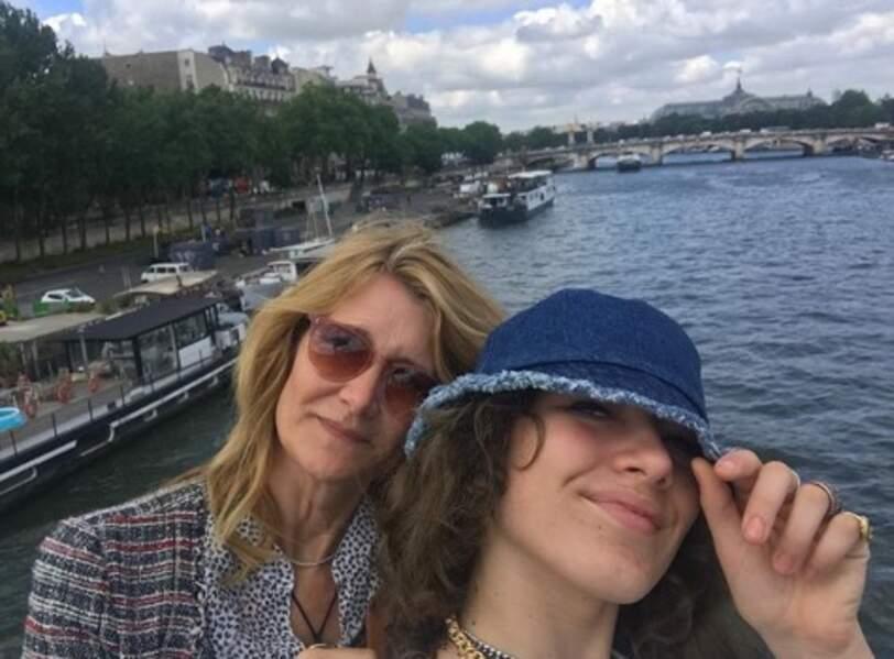 Mais Paris, c'est chouette aussi ! La preuve avec Laura Dern et sa fille Jaya.