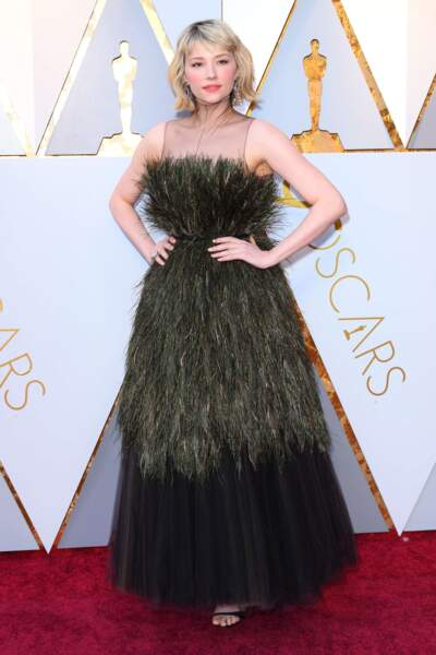 L'actrice Haley Bennett, elle, a opté pour la robe balai de sorcière