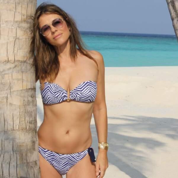 Allez, vous voulez du sexy ? Liz Hurley était encore en bikini. Ça commence à bien faire, ses vacances.