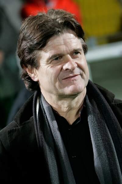 Il a entraîné les sélections nationales du Togo puis de Maurice avant de démissionner en mai 2015