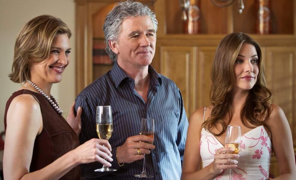 Dans le reboot, Bobby avait une nouvelle femme, Ann, jouée par Brenda Strong (à gauche)