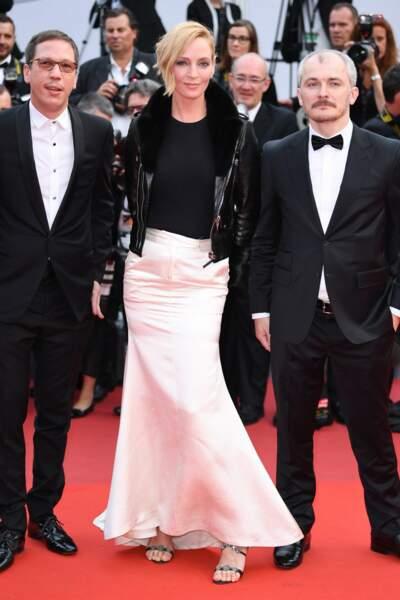 Uma Thurman, moulée dans une robe bi-matière, a aussi fait sensation sur le tapis rouge
