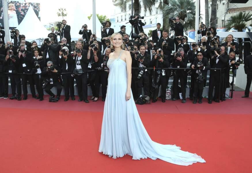 Diane Kruger, très élégante dans une robe argent