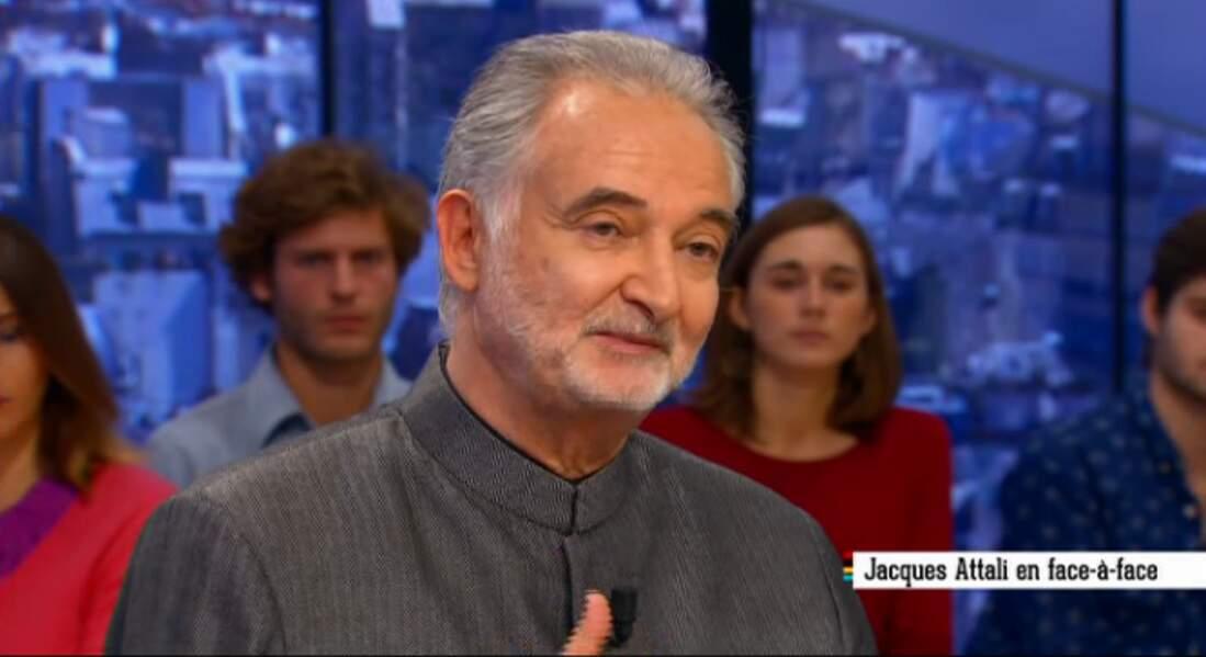 Jacques Attali, lui, a décidé de fermer sa chemise le plus hermétiquement possible