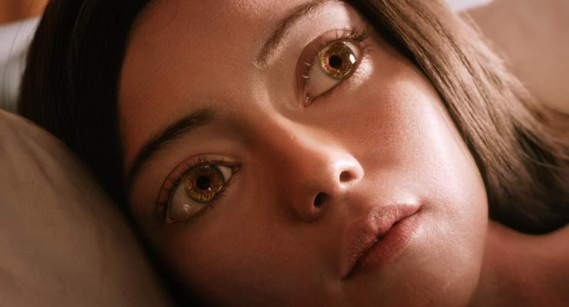 Alita s'est reveillée amnésique, sans savoir qui elle est et sans comprendre ce monde futuriste.