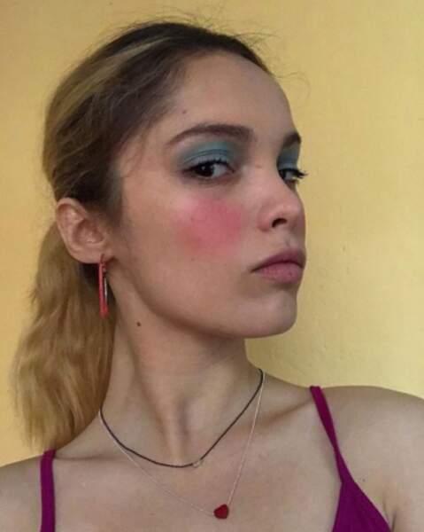 Maquillage forcé, cheveux colorés... elle n'a pas peur de changer de look pour les besoins d'un film