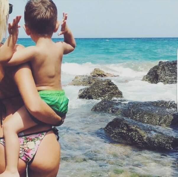 C'est en famille qu'elle profite du soleil du côté de l'archipel méditerranéen des Baléares