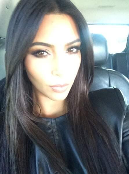 Kim Kardashian se la joue solo. Enfin, pas tout le temps...
