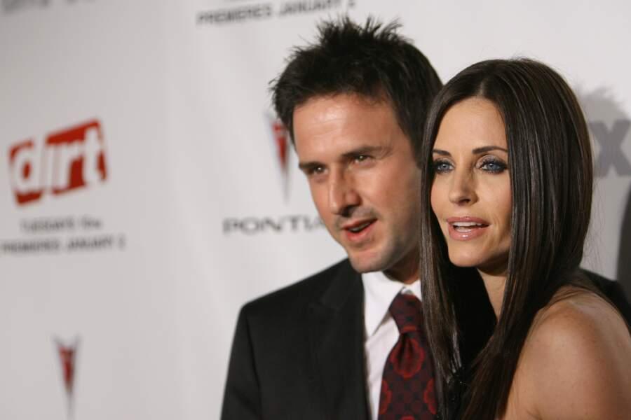 La voici à l'avant-première de la série avec son époux David Arquette.