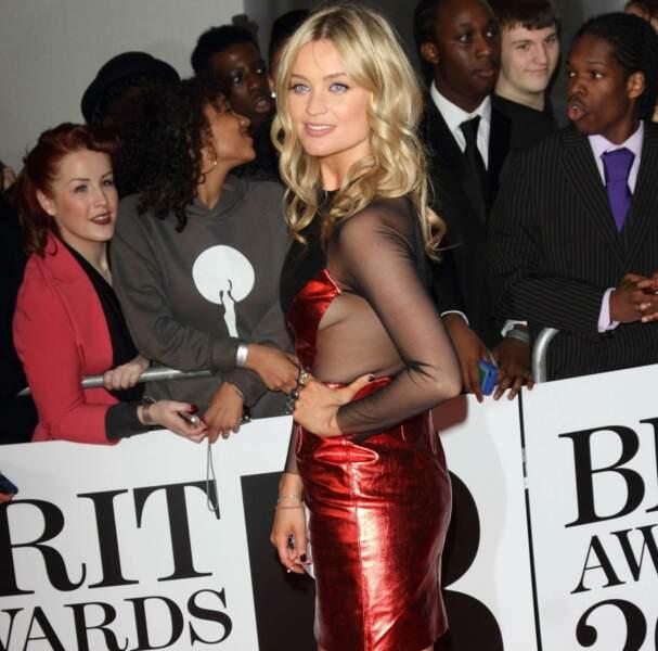 La présentatrice irlandaise Laura Withmore était elle en robe rouge bi-matière....
