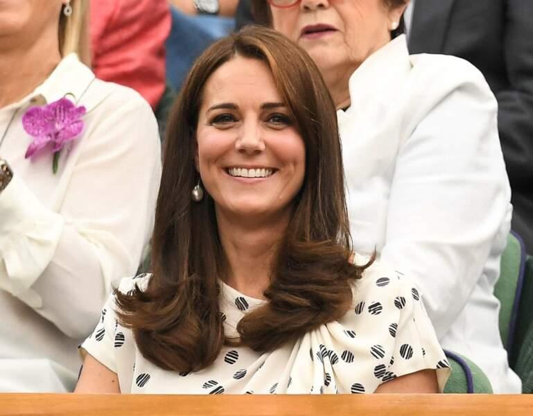 Kate Middleton, tout sourire, avait opté pour une simple robe imprimée