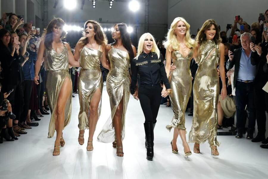 Pour son défilé printemps-été 2018, Donatella Versace a fait appel aux mannequins cultes des années 90