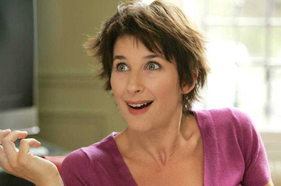 On continue avec sa compagne Valérie (Isabelle Gélinas) : elle aussi avait les cheveux courts dans la saison 1